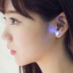 Boucles d'oreilles élégantes en zircon cubique avec lumière vive livraison de couleur aléatoire blanc - wewoo.fr