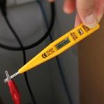 Testeur de tension de détecteur de circuit de test de tension de courant continu d'AC DC 12-250V (jaune) - wewoo.fr